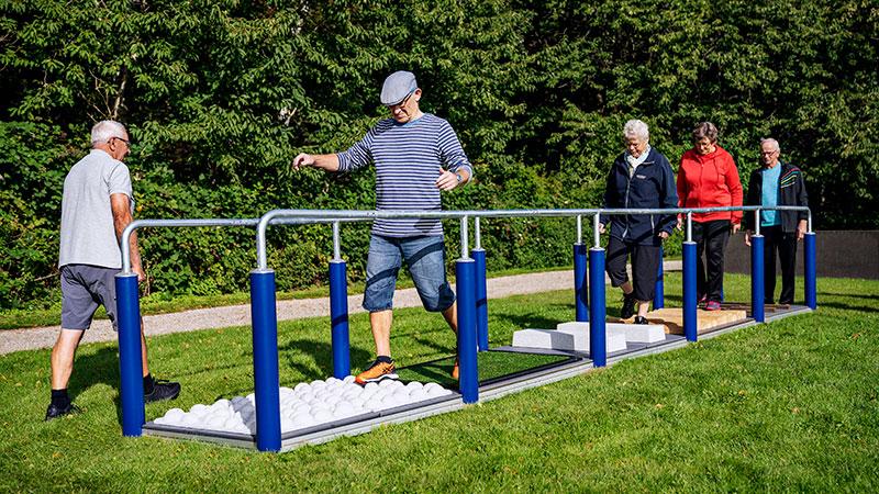 ejercicio al aire libre adultos mayores Kompan Bogota gimnasio al aire libre