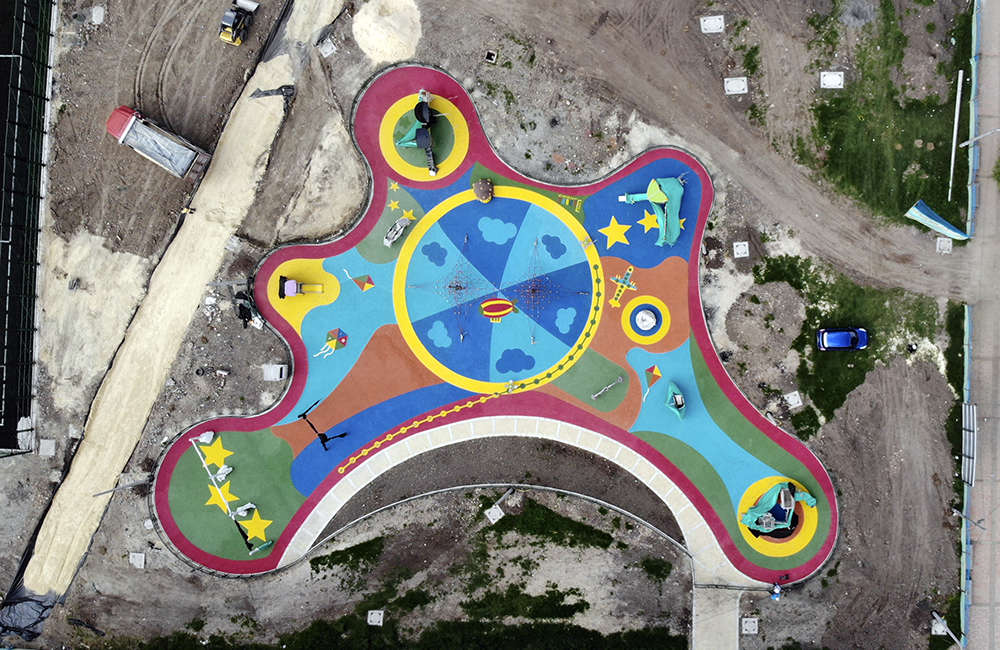 Parque-infantil-Portal-Del-Sol-Bogota-Colombia-Piso-de-caucho-EPDM