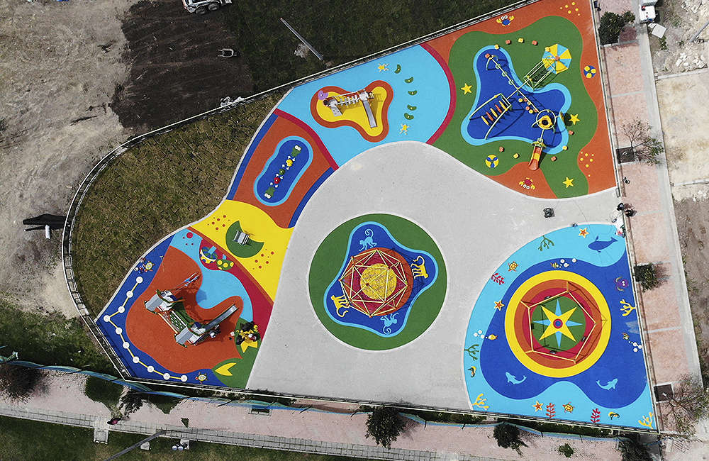 Parque-infantil-Santiago-Atalayas-Bogota-Colombia-piso-de-caucho-EPDM