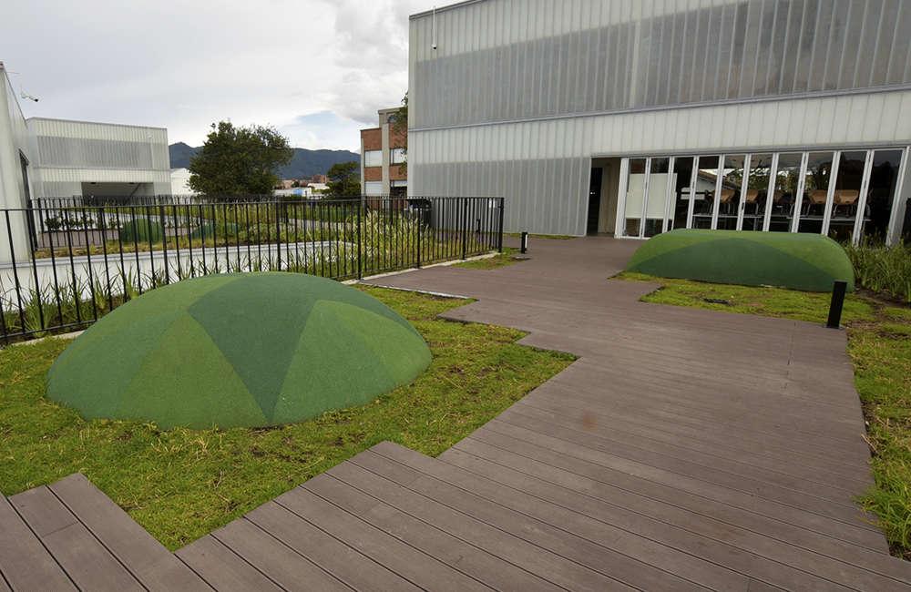 Parque-infantil-juegos-colegio-piso-caucho-figura-EPDM-Bogota-Colombia
