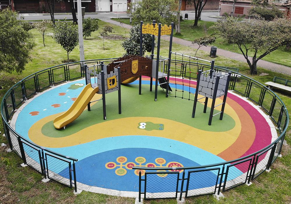 Parque-infantil-teusaquillo-esmeralda1-bogota-juegos-INFANTILES-kompan