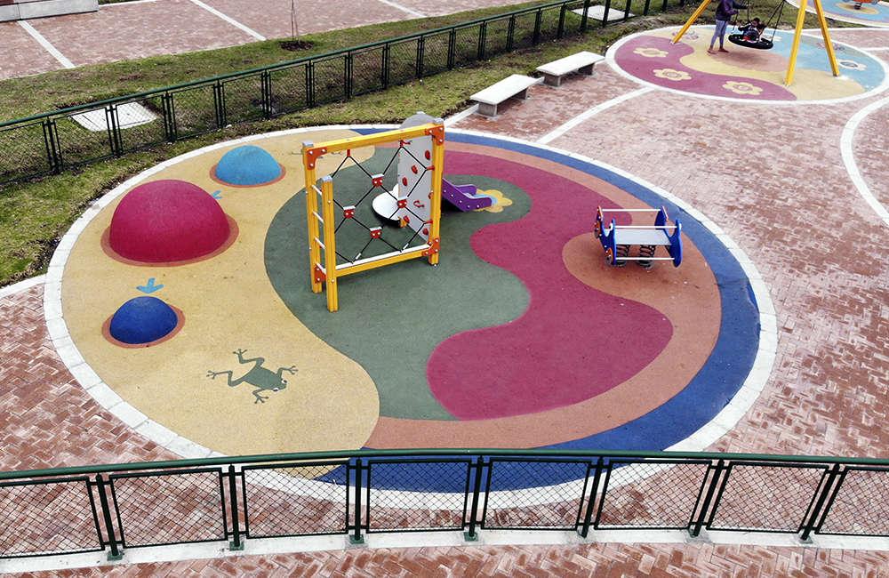 Parque-zonal-gilma-jimenez-juegos-infantiles-Bogota-Colombia-GALOPIN-C203