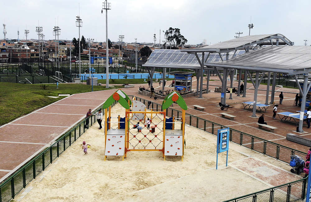 Parque-zonal-gilma-jimenez-juegos-infantiles-Bogota-Colombia-GALOPIN-C301D-arenera