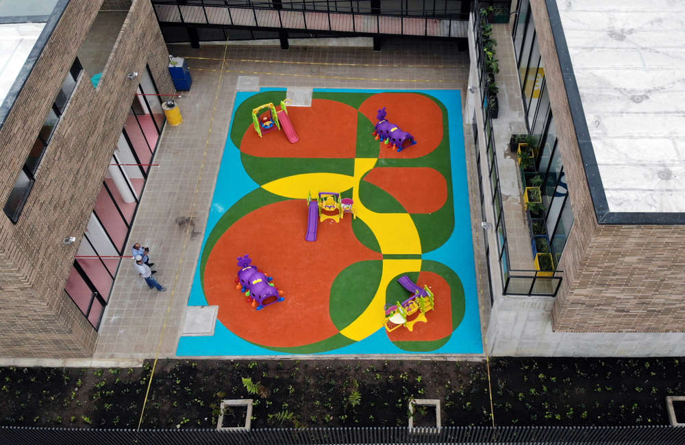 Parque-infantil-jardin-recreo-piso-caucho-epdm