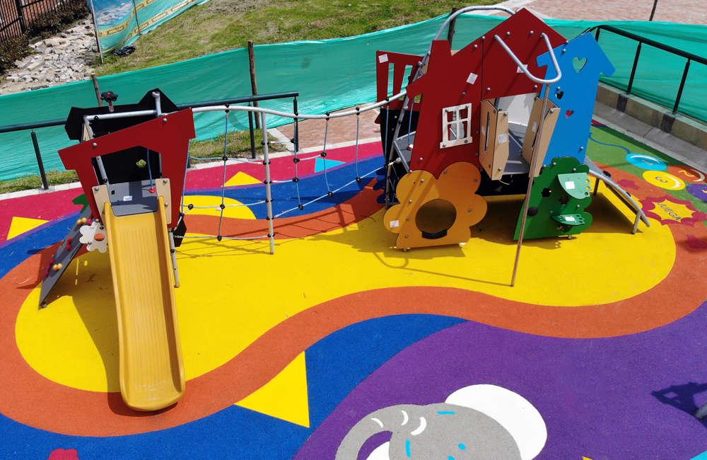 Parque-infantil-nuevo-milenio-bogota-juegos-infantiles-piso-caucho-MSC6405