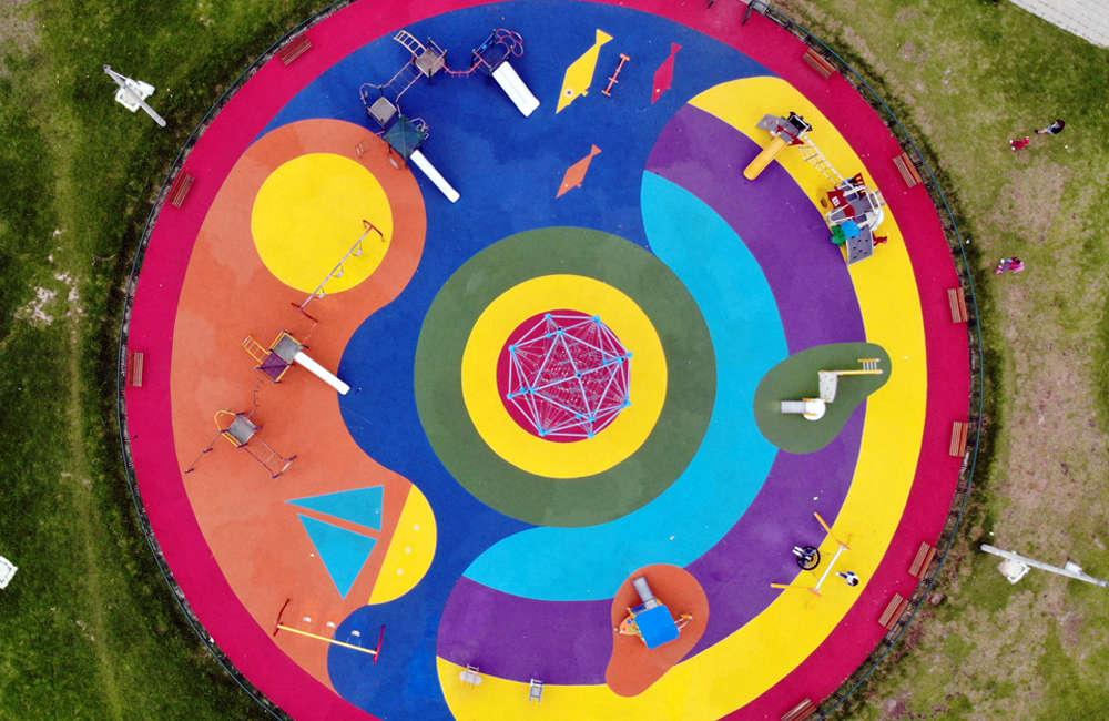 Parque-infantil-villa-del-rio-bogota-piso-caucho-juegos-