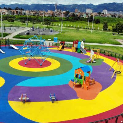 Parque-infantil-villa-del-rio-bogota-piso-caucho-juegos.