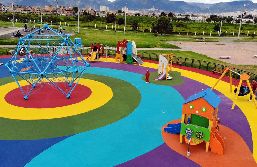 Parque-infantil-villa-del-rio-bogota-piso-caucho-juegos-spaceball-casita-torcida
