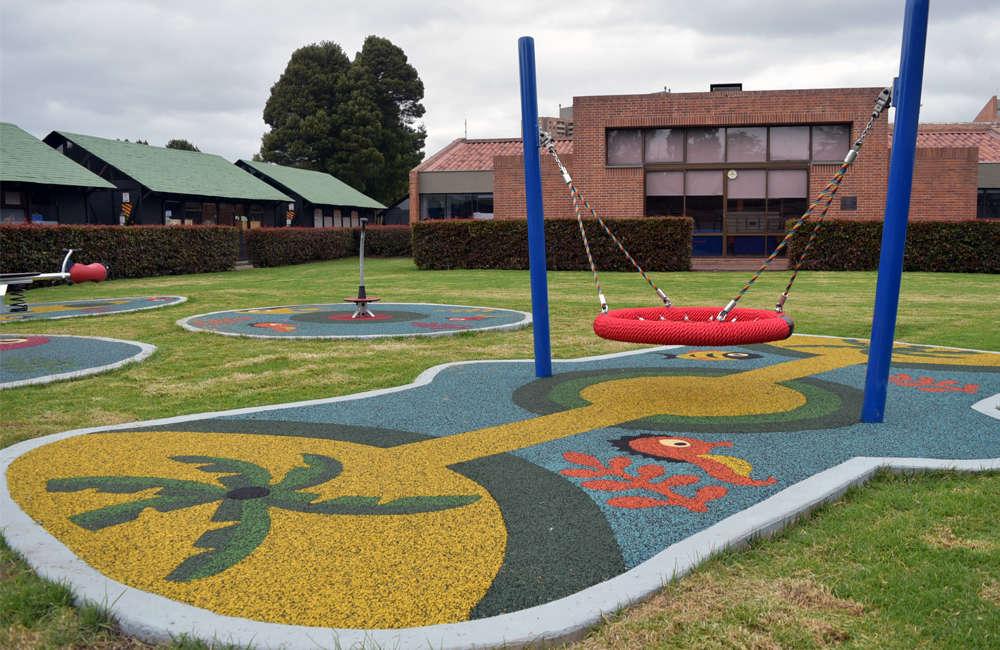 colegio-english-parque-infantil-bogota-juegos-kompan-columpio-cesta