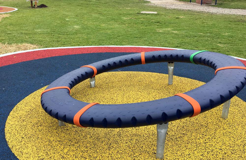 colegio-english-parque-infantil-bogota-juegos-kompan-carrusel-supernova