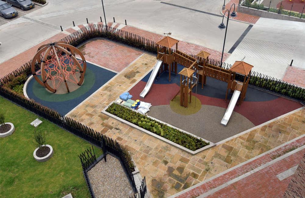 parque-infantil-centro-comercial-san-roque-bogota-juegos-madera-berliner-galopin