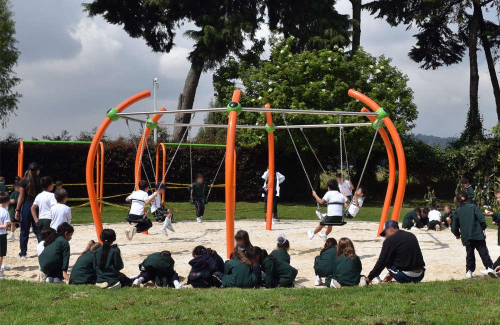 parque-infantil-colegio-vermont-berliner-columpio-face-to-face