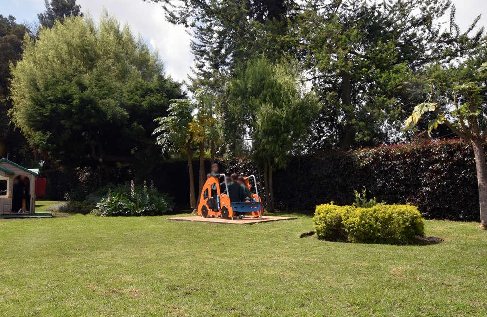 parque-infantil-colegio-vermont-galopin-carro