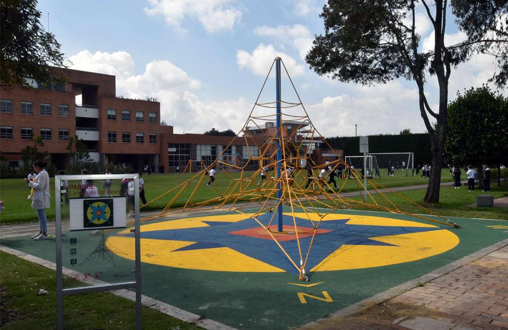 parque-infantil-colegio-vermont-galopin-red-piramidal-R04
