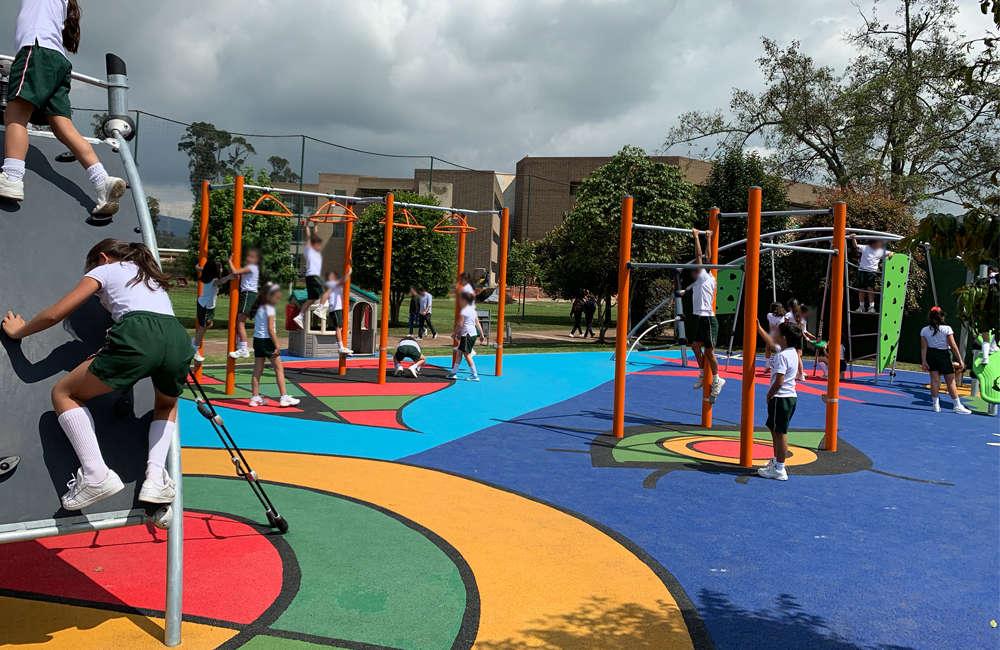 parque-infantil-colegio-vermont-kompan-BARRAS