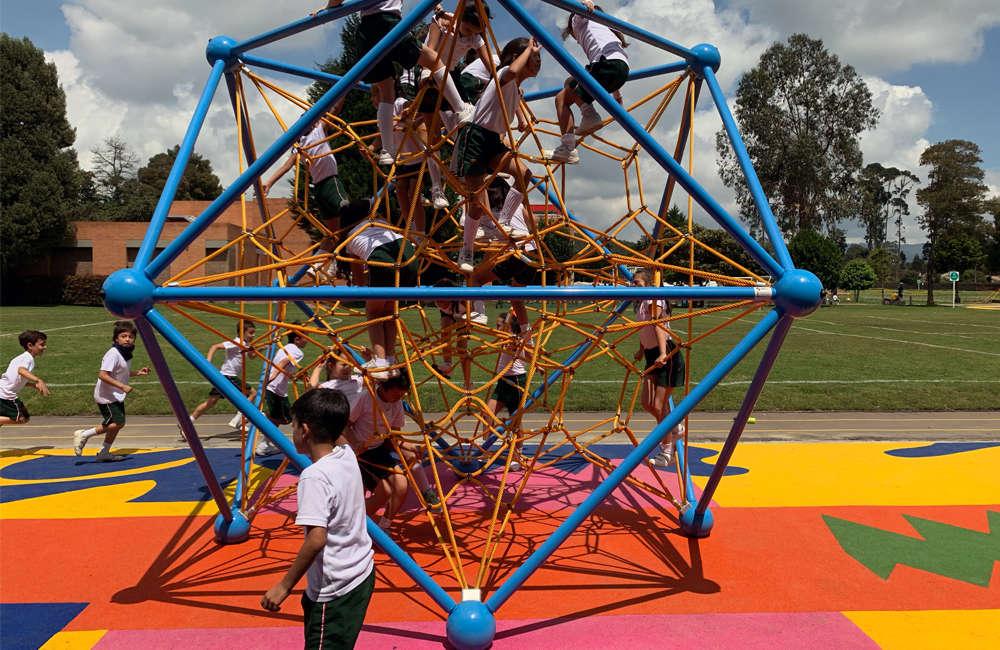 parque-infantil-colegio-vermont-kompan-cubite-bogota