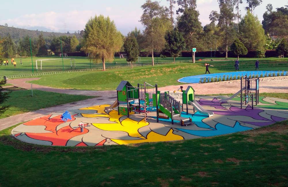 parque-infantil-colegio-vermont-kompan-piso-caucho-EPDM-bogota