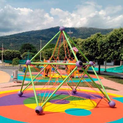 parque-infantil-cristal-aguazul-casanare-Colombia-Berliner-mars