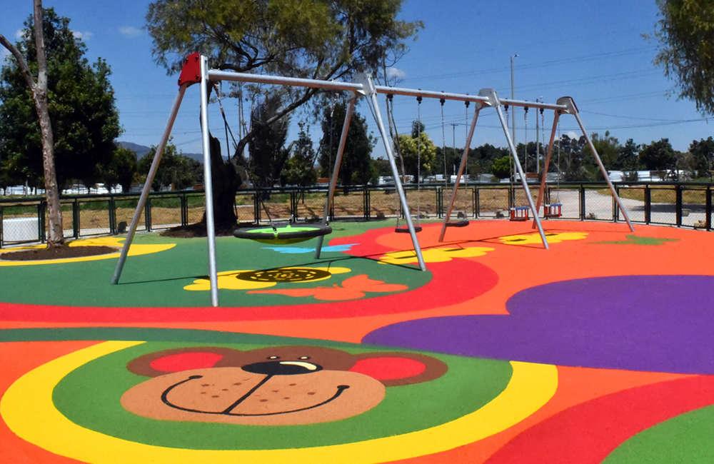 parque-infantil-humedal-juan-amarillo-bogota-piso-caucho-EPDM-COLUMPIO-MULTIPLE-JUEGOS