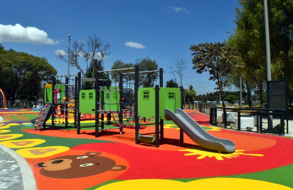 parque-infantil-humedal-juan-amarillo-bogota-piso-caucho-EPDM-juegos-castillo-kopan