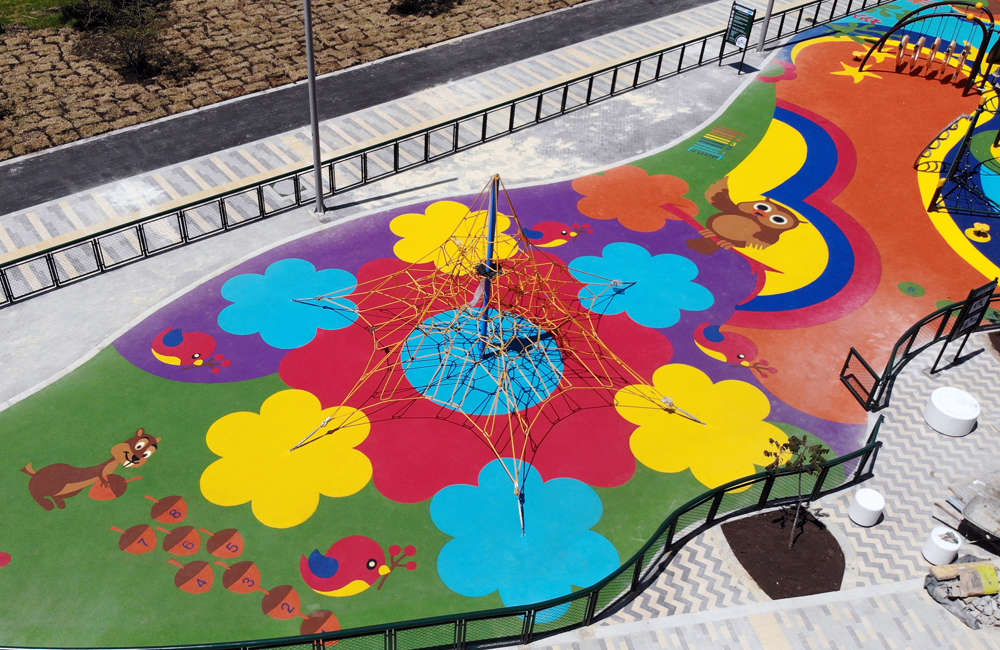 parque-infantil-humedal-juan-amarillo-bogota-piso-caucho-EPDM-juegos-red-hexagonal
