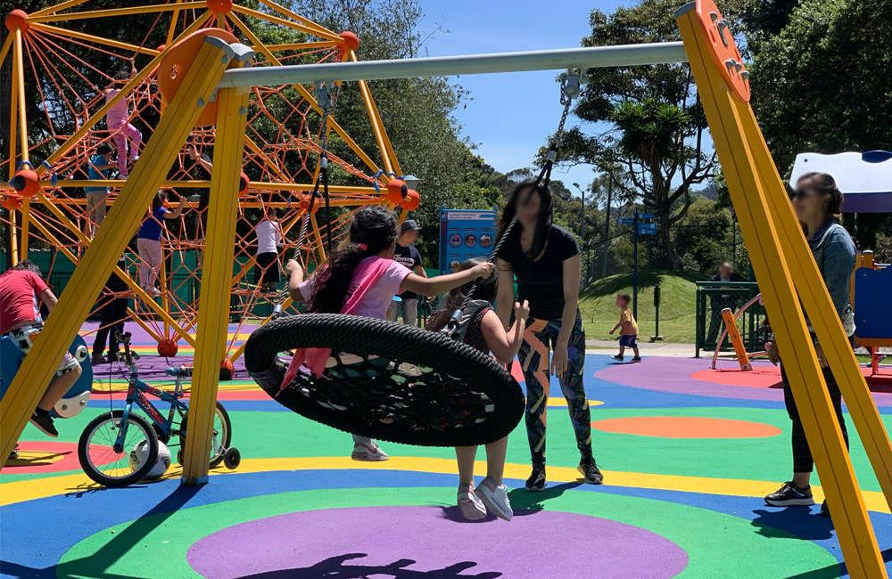 parque-infantil-serena-bogota-juegos-columpio-cesta
