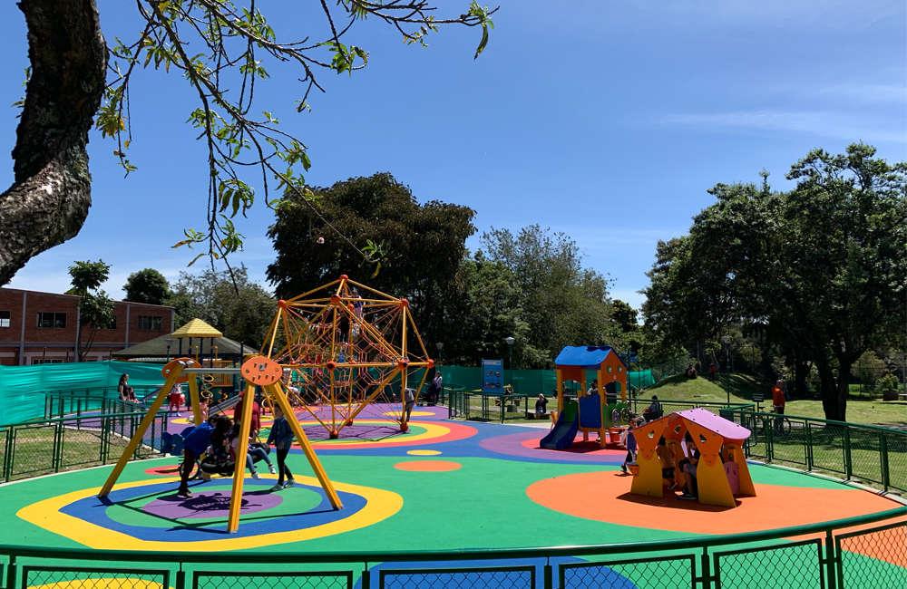 parque-infantil-serena-bogota-juegos-piso-caucho